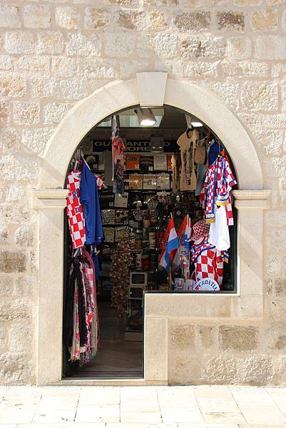 Croatia, Dubrovnik-120613-035-傳統櫥窗及櫃檯