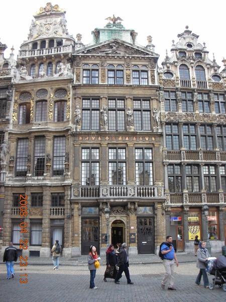 廣場上每棟建築都是以前的工會