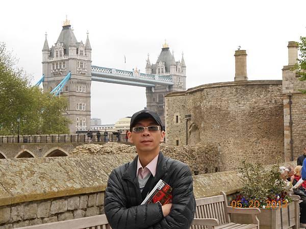 從倫敦塔內看倫敦塔橋.JPG
