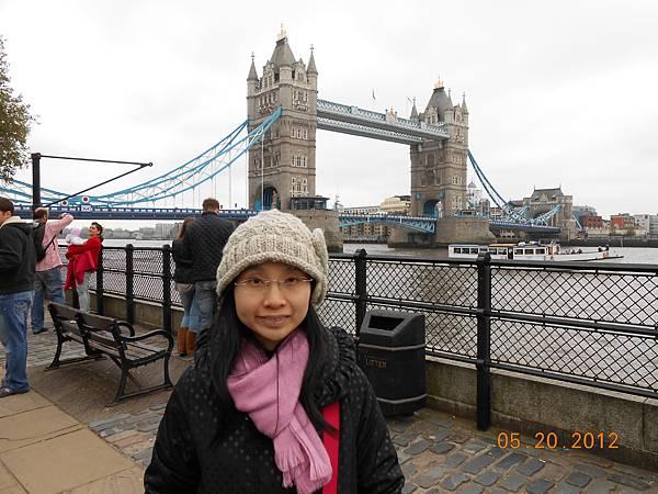 和倫敦塔橋來一張.JPG