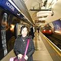 倫敦地鐵真的像水管 tube!.JPG