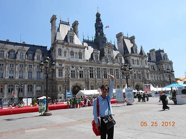 來到巴黎市政廳囉.JPG