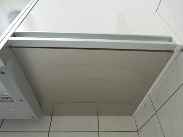 客製化-上櫃下方加貼不鏽鋼板