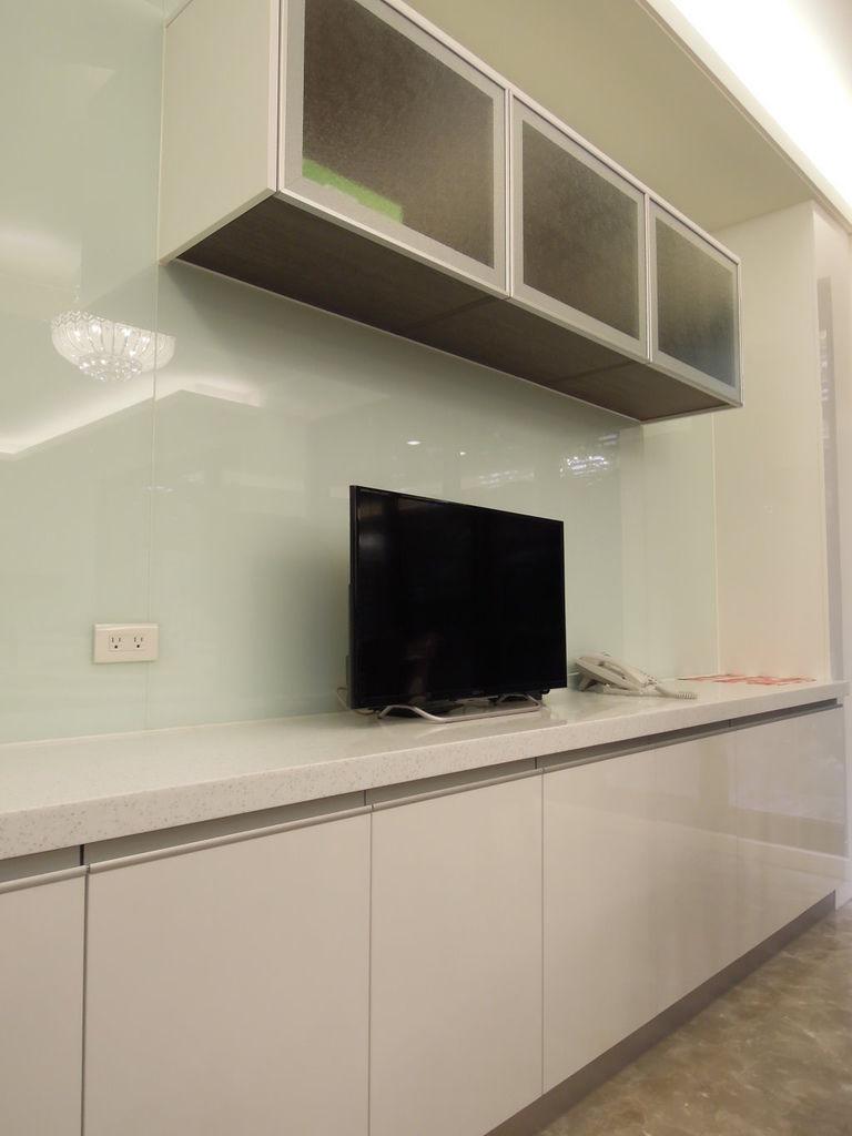 餐桌邊電視櫃