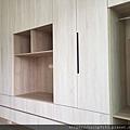 電視櫃結合衣櫃設計
