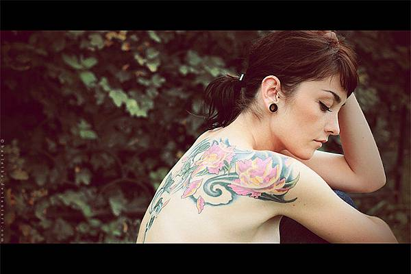 girl_with_tattoo_ii_by_basistka-d2z8hi3.jpg