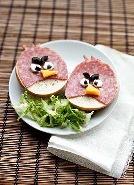 Angry-Birds-Bagel-Sandwiches.jpg