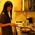 這是真的!!!林小彤在煮東西!!!!