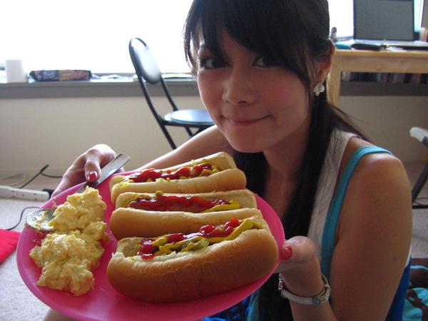 09/05 stin特製醬料豐富到爆hot dog~~~真的會爆漿XD