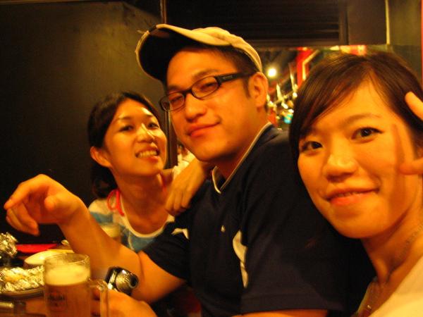 回台北馬上衝到乾杯bar....這果然比較像我們的世界XD