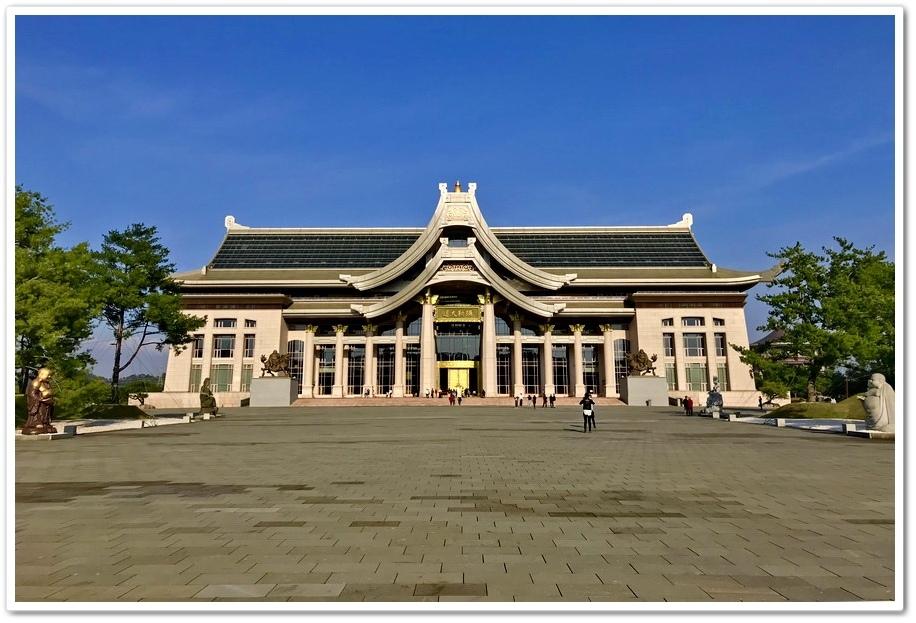 天恩彌勒佛院大殿正面照