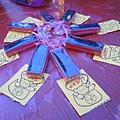 系學會送的巧克力及摸彩券!