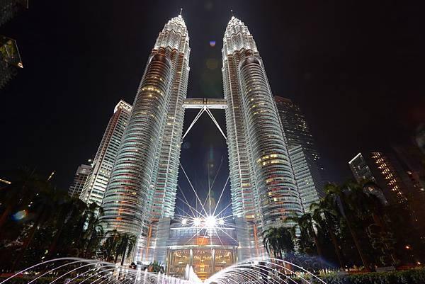 夜晚的雙子星大樓超浪漫!