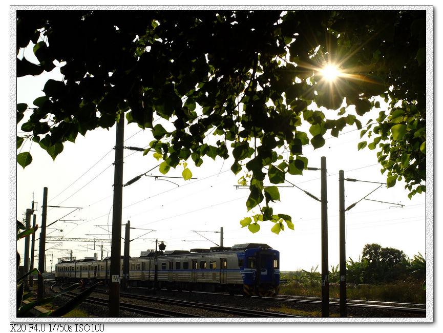 土地公廟等火車