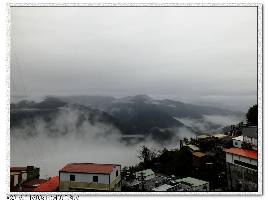 清晨雨中梨山