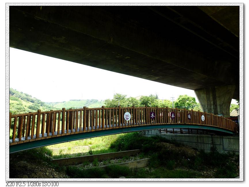 木本橋,紀念當初龍井第一位鄉長陳木本