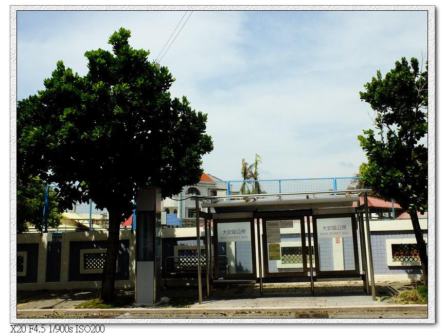 大安區公所的候車亭,在大安國小外