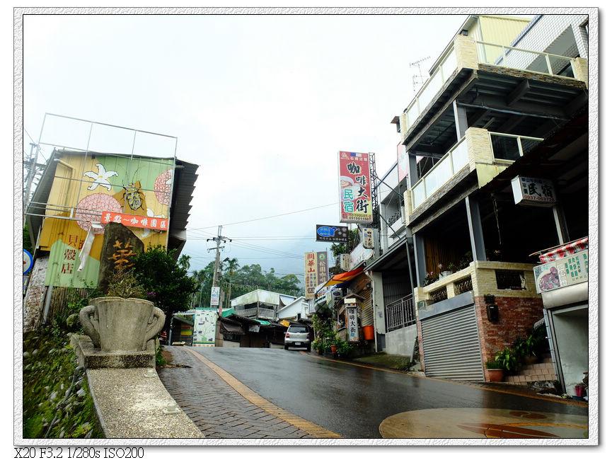 下雨的華山咖啡大街
