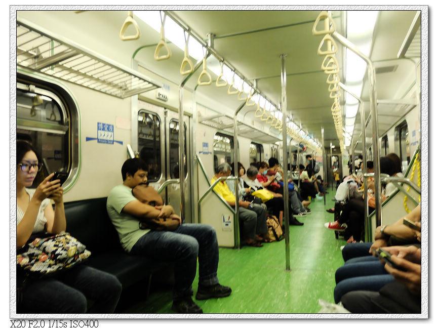 火車上只有玩手機跟睡覺兩種選擇?
