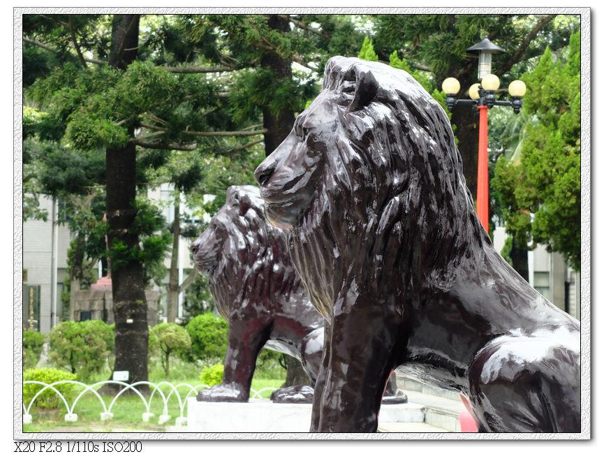 閉嘴石獅,提醒議員不要當閉嘴的獅子,要為民喉舌