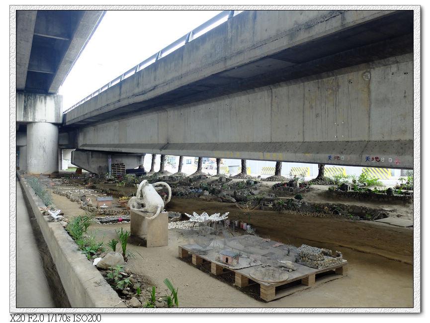 大里溪橋下.小人國
