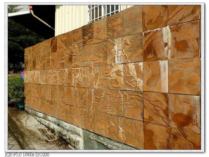 部落早期狩獵圖陶藝牆