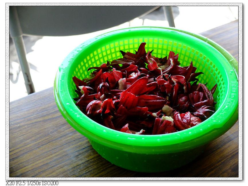 花萼清洗剝碎後準備做果醬