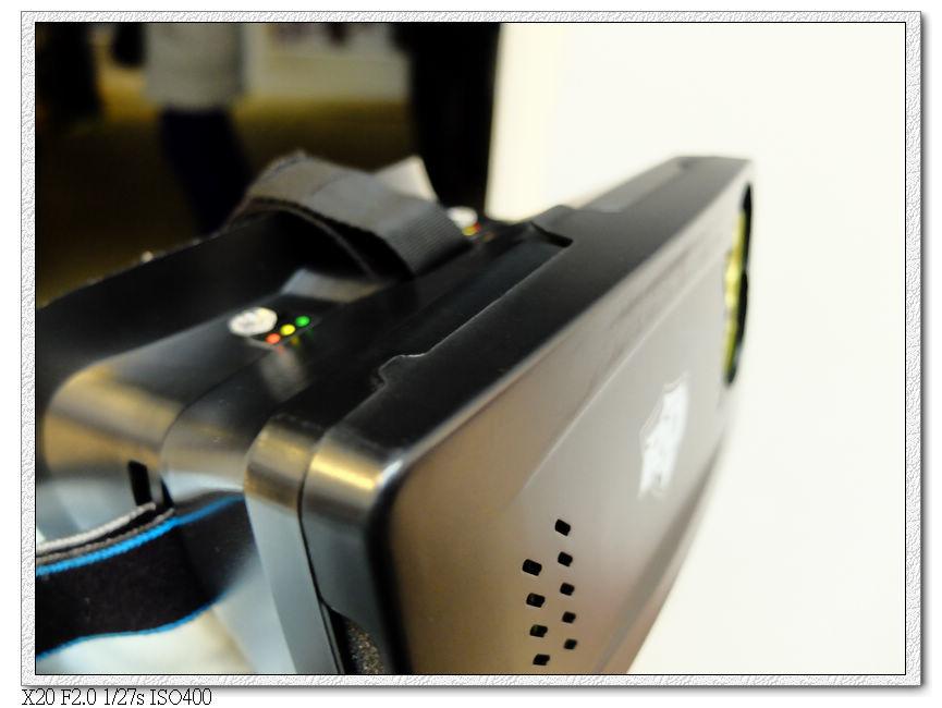 要先下載安裝程式,工作人員會ㄅ幫忙裝上手機的AR眼鏡