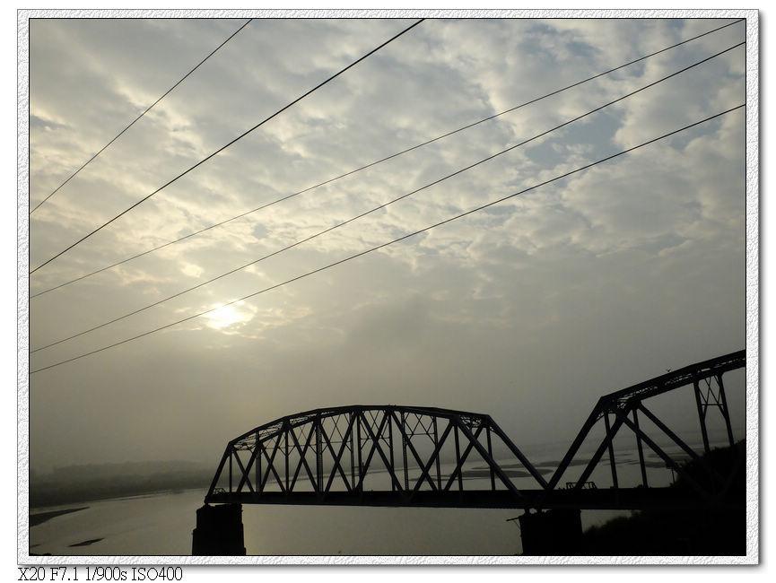 經過高屏溪舊鐵橋