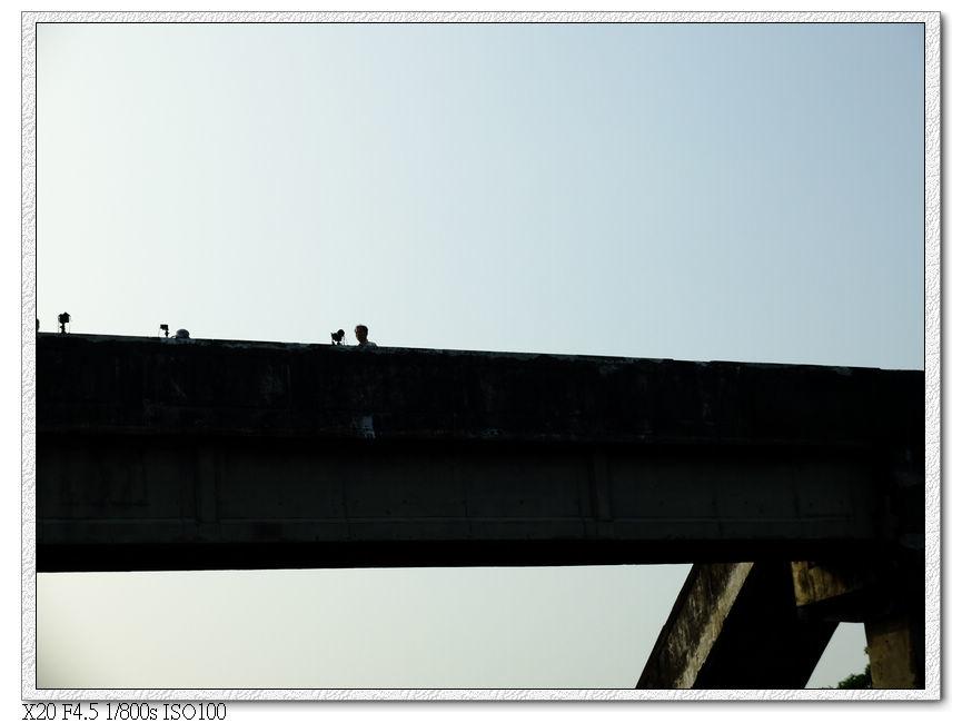 內獅火車站的天橋也有人在拍照