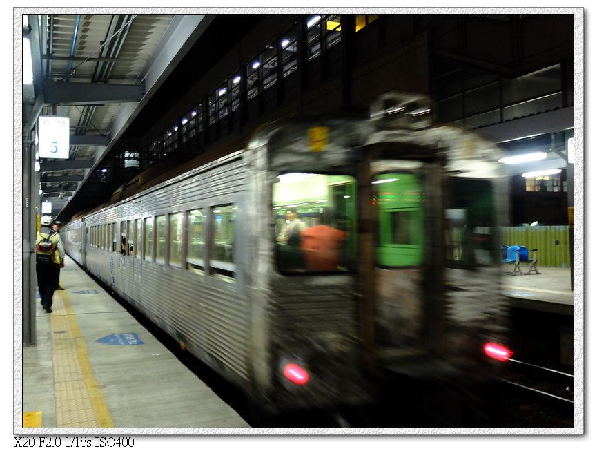 20:06 到達高雄火車站,在這站下車目送光華號離開
