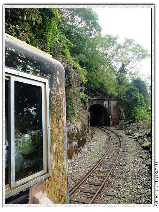 夾在兩個隧道間的觀景台