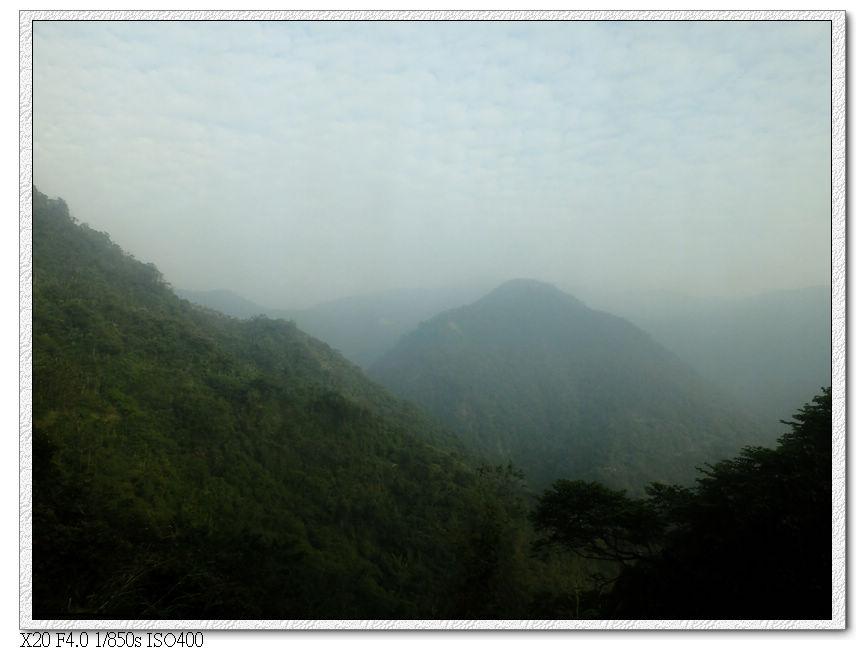 霧間的獨立山