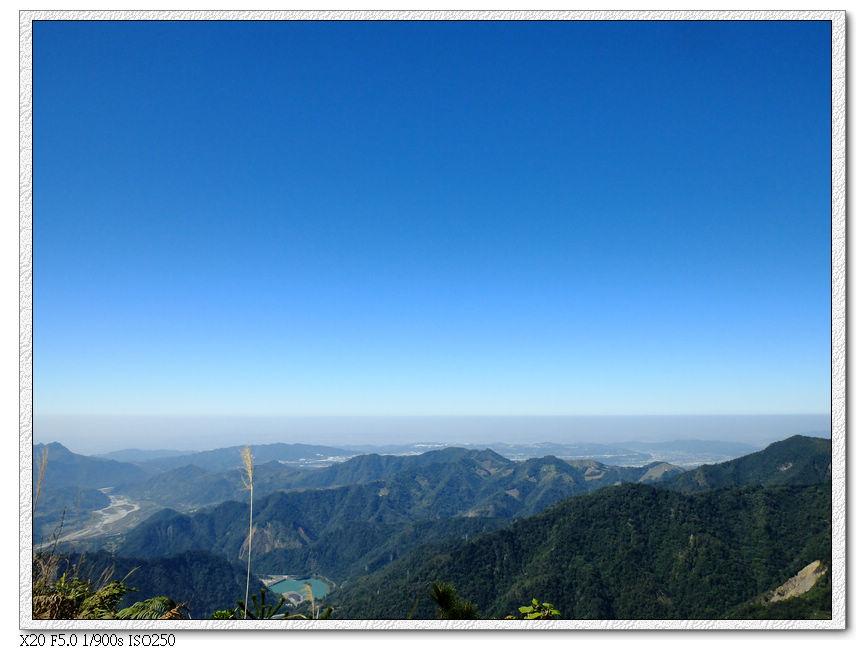 往山下看去....看市區的空氣汙染