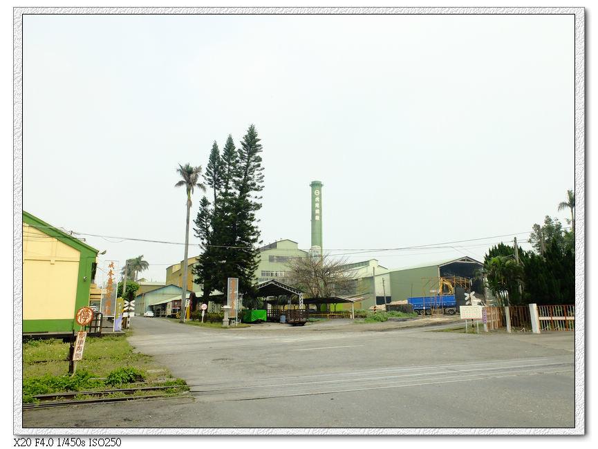 4/01 正在運作的虎尾糖廠,有日本人來詢問小火車的事