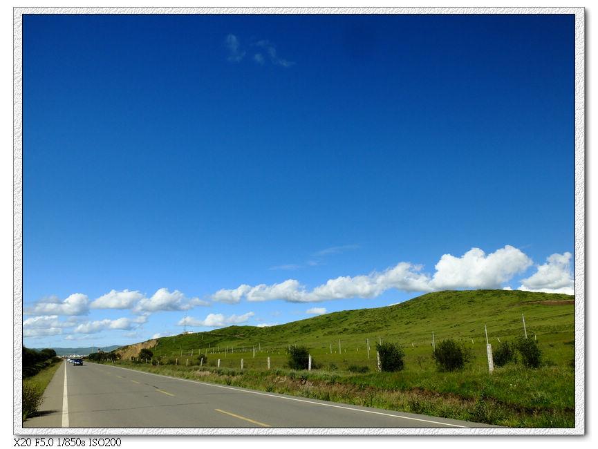 草原間的公路
