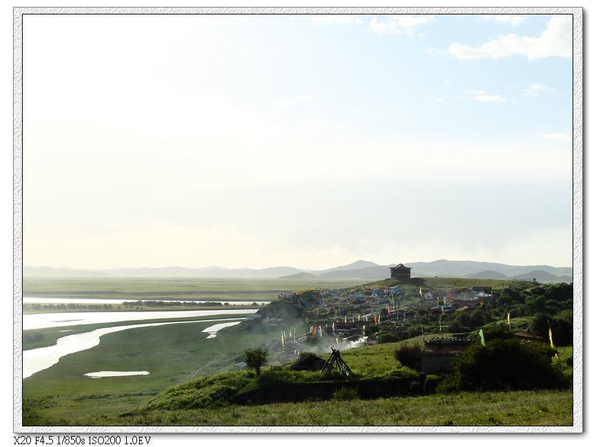 前方就是黃河九曲下方的索克藏寺....