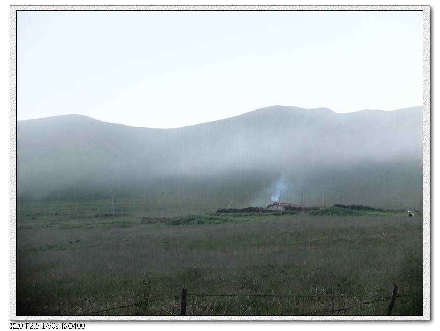 早上的唐克草原