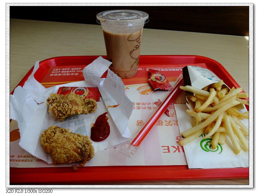 東國連鎖的必來客炸雞-辣味炸雞餐