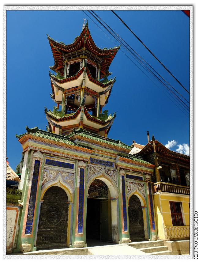 兩個郎木寺間有條回民街,有個清真寺