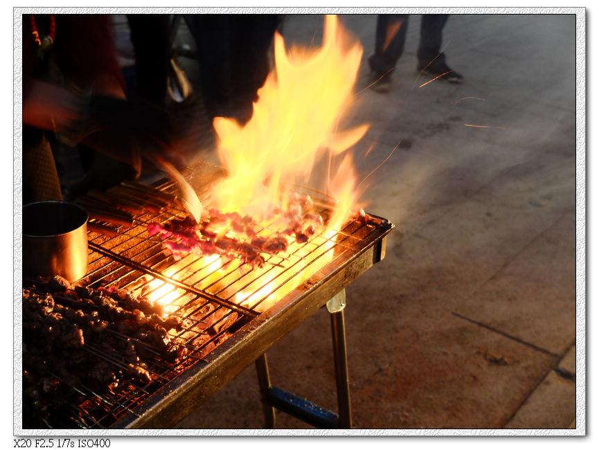 晚上都滿滿的烤羊肉串攤