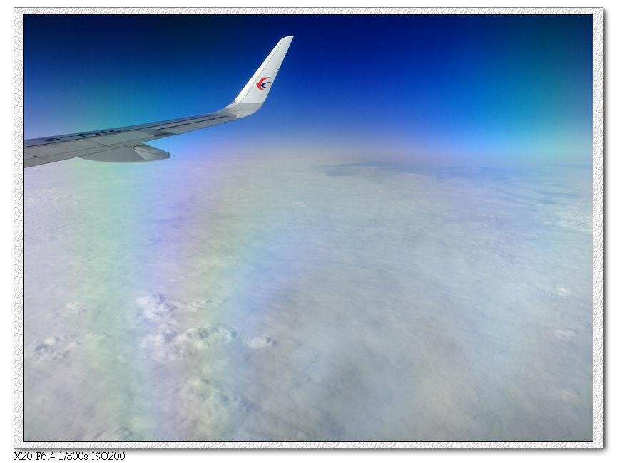 經過厚厚的雲層