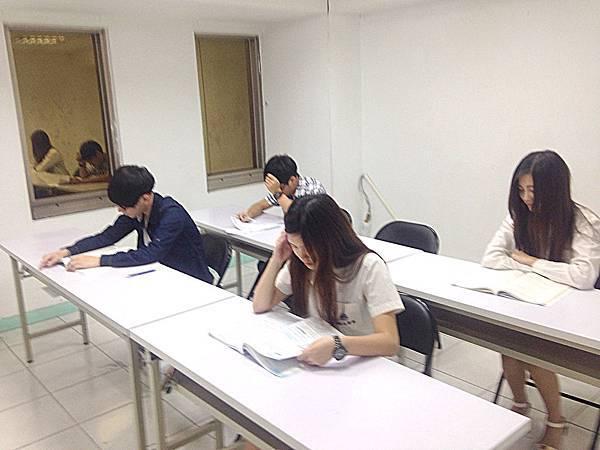 高中高職五專補習班教室
