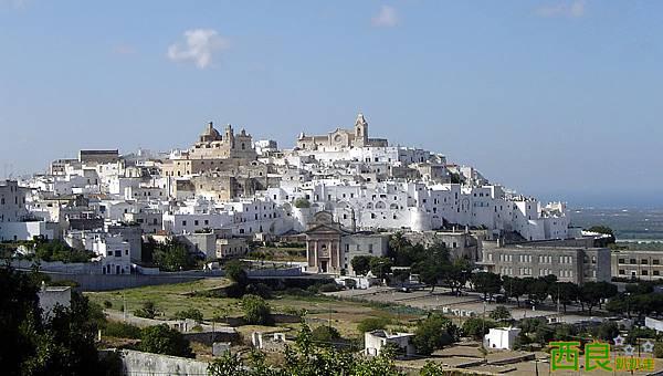 view-of-ostuni-the-white-city (1)