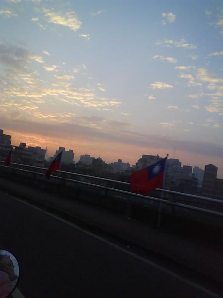 台北橋路上