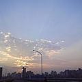 好美喔!!小小的太陽在遠方照亮
