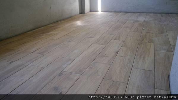 1房間地磚.jpg