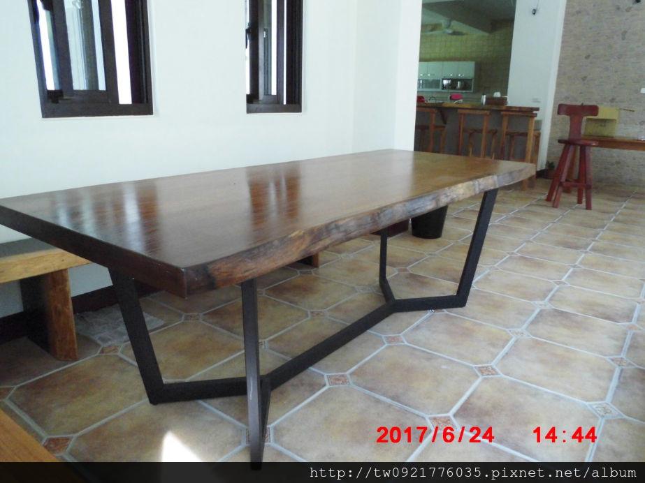 木桌.jpg