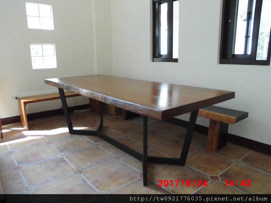 木桌2.jpg