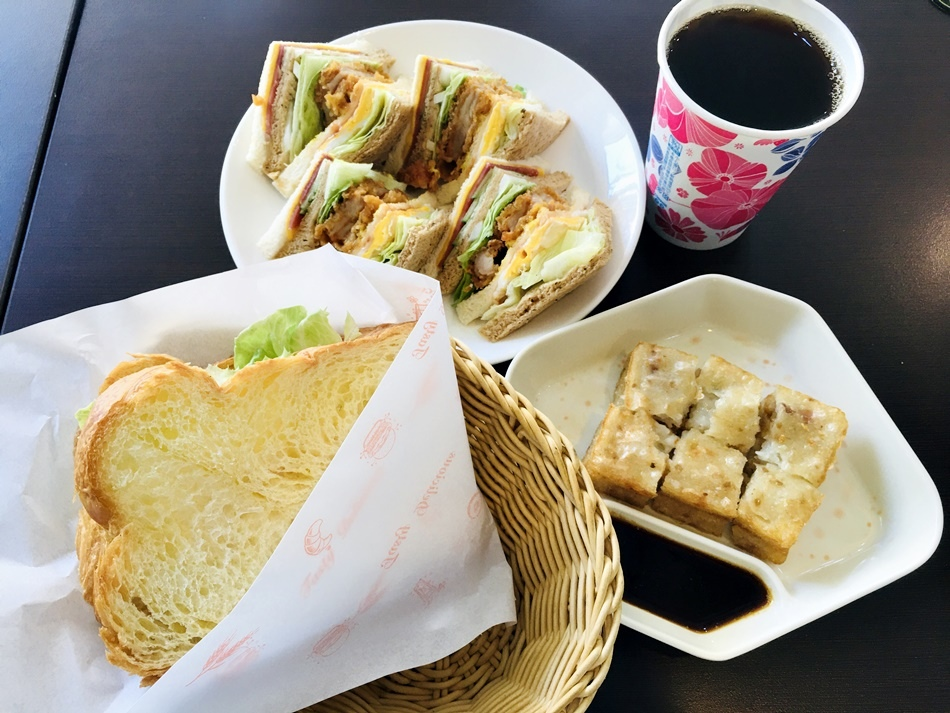 台南韓式料理推薦臺灣歐巴超級推薦韓式炸雞、泡菜部隊鍋低消80有小菜招待